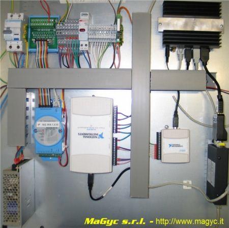 Система сбора аналоговых и дискретных данных, а также отображения информации для оператора: проект реализован итальянской компанией MaGyc s.r.l. На фотографии ниже неттоп fit-PC2 расположен в правом верхнем углу. В этом проекте заказчика привлекло то, что fit-PC2 может выполнять функции концентратора устройств сбора данных и одновременно сервера хранения и отображения информации, смонтированного в небольшой по размеру шкаф.
