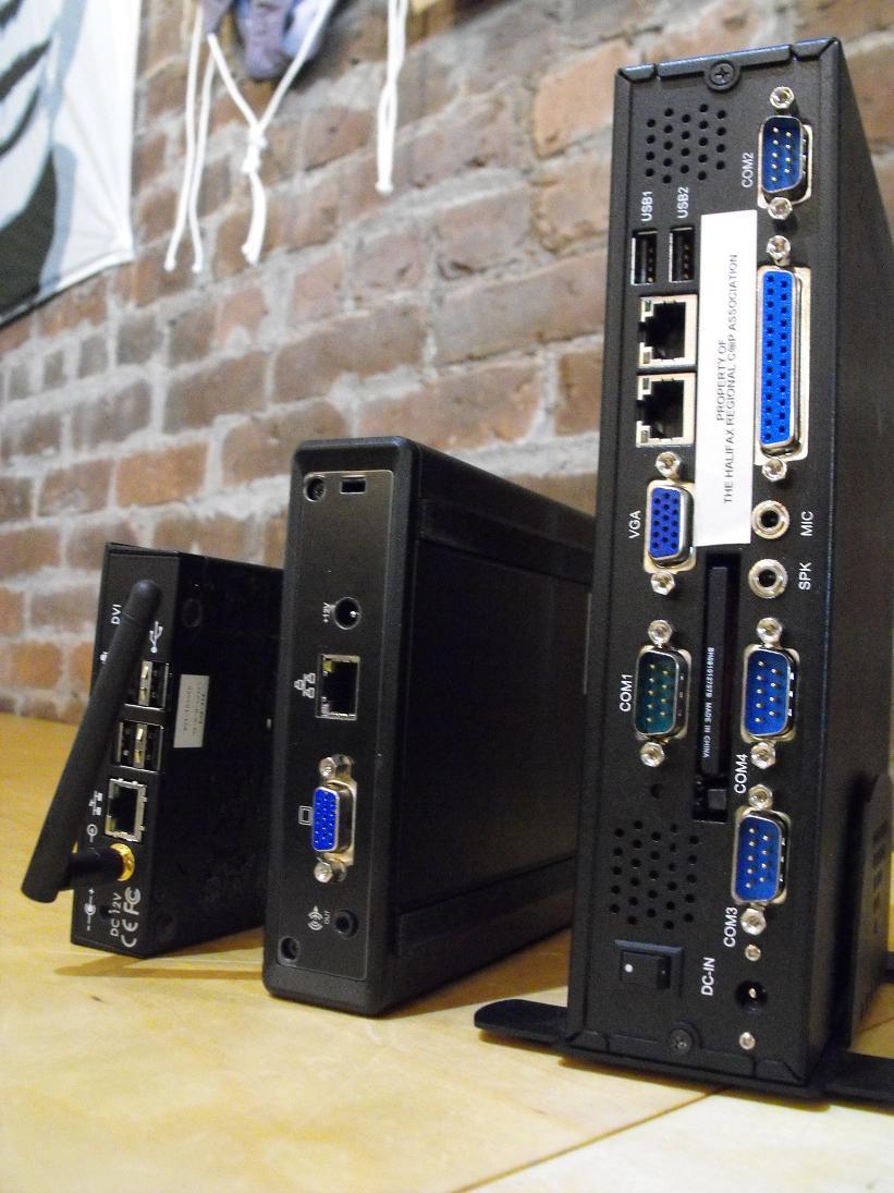 В данном проекте fit-PC2 был выбран в результате тестирования оборудования различных фирм производителей. Основными критериями выбора являлись цена, простота сопровождения, надежность и энергопотребление. В качестве конкурентов fit-PC2 рассматривались такие изделия как Linutop от FIC, TK-3880 от Termtek, EEEpc от Asus и PL-1030 от WIN Enterprises.